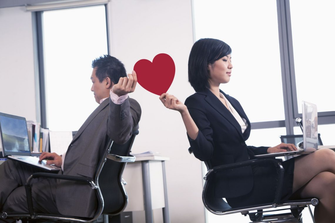 7 Reasons to Avoid an Office Romance
